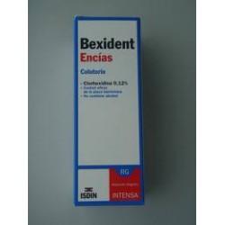 Zahnfleisch mit Chlorhexidin Mundspülung. Bexident.
